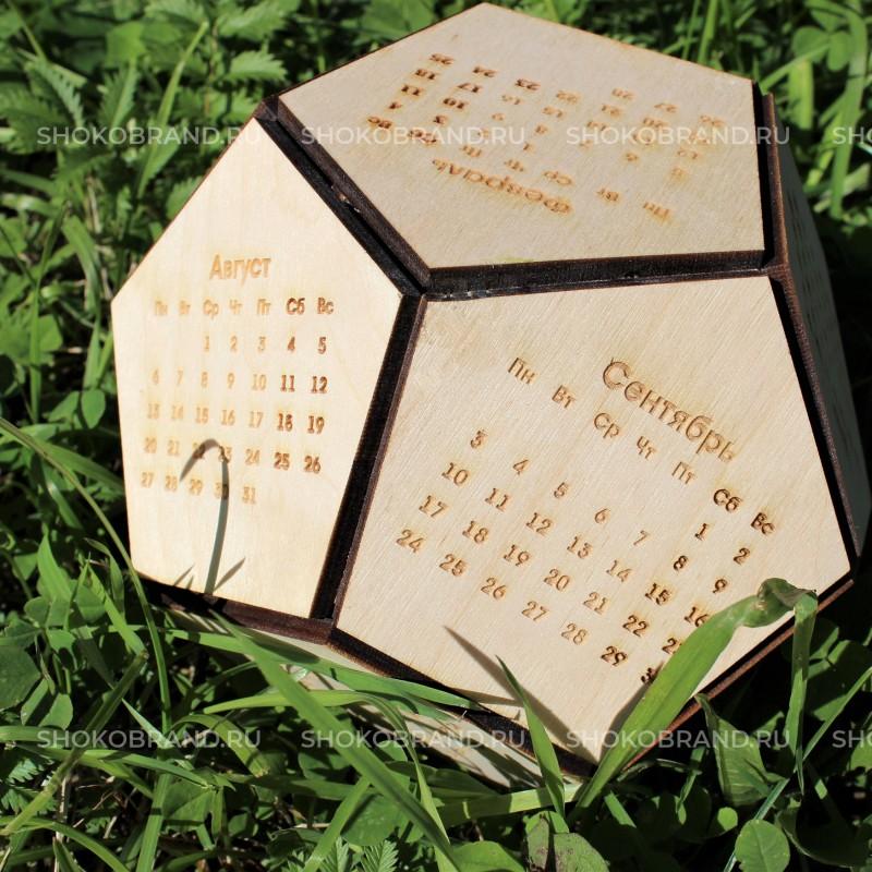 Календарь - футбольный мяч